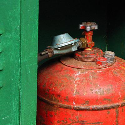 СКР проверяют АЗС, на которой был заполнен газовый баллон, взорвавшийся в пятиэтажке в Омске