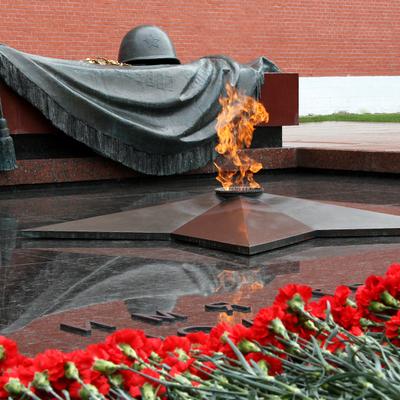 Путин возложил венок к Могиле Неизвестного солдата у Кремлёвской стены