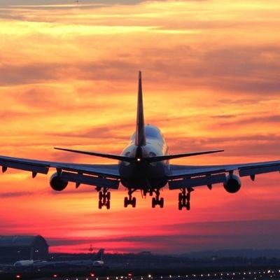 Самолет с болельщиками Перу со сбоем двигателя благополучно сел в Тюмени