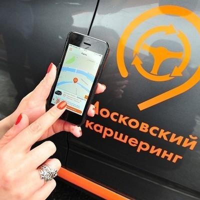 В Санкт-Петербурге в ночь на субботу автомобиль каршеринга перевернулся на крышу