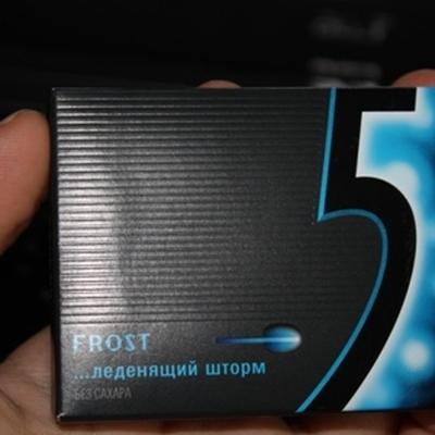 Компания Wrigley из-за жалоб потребителей изымает из продажи в России новую жевательную резинку Five