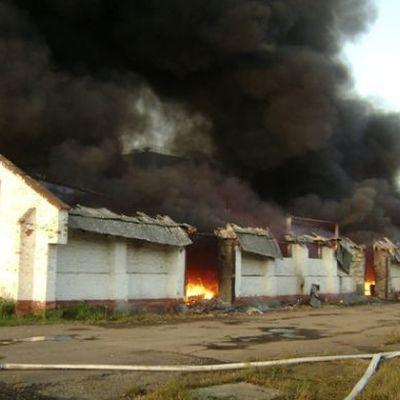 В связи с пожаром на складе под Харьковом открыли 6 эвакуационных пунктов