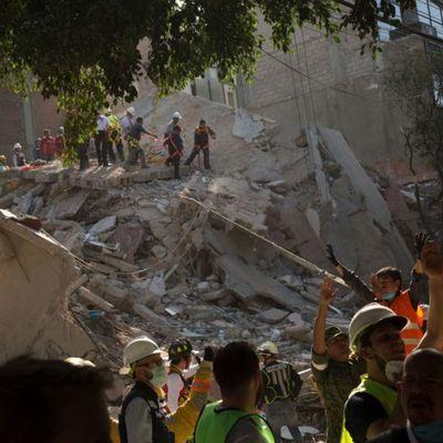 Число жертв мощного землетрясения в Мексике увеличилось до 251человека