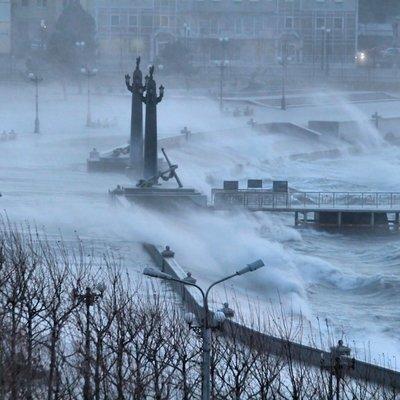 Режим ЧС из-за ураганного ветра действует в Новороссийске