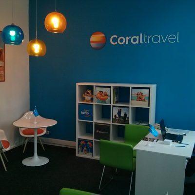 Жители Петербурга разыскивают владелицу турфирмы, которая под брендом Coral Travel продала путёвки и исчезла