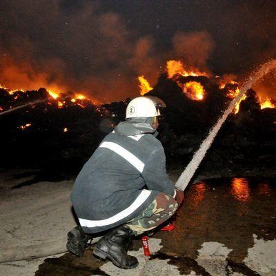 Пожарные расчеты смогли справиться с огнем на месте взрыва трубопровода в Мексике