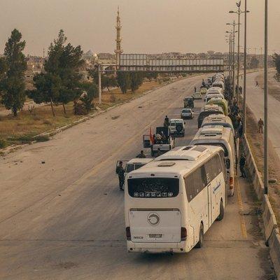 1,5 тысячи боевиков выехали из сирийского пригорода Дераа в провинцию Идлиб на севере страны