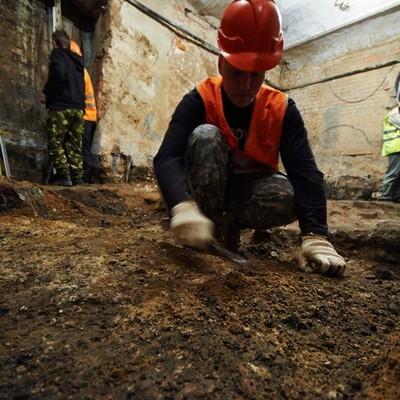 Археологи в центре Москвы обнаружили воровскую монету ХVIII века