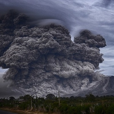 Вулкан Карымский на Камчатке выбросил третий за два дня столб пепла