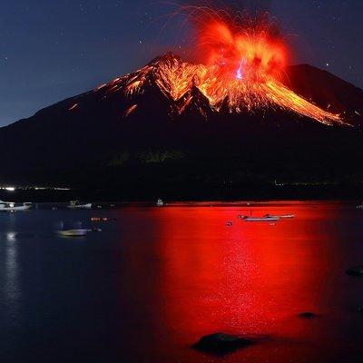Вулкан Сакурадзима выбросил столб дыма и пепла