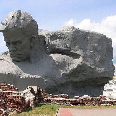 Военно-историческая реконструкция первых часов войны проходит в Брестской крепости
