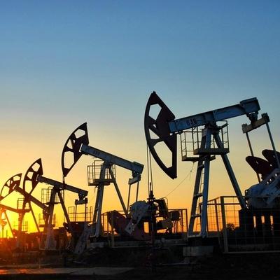 Мировые цены на нефть вечером ускорили падение