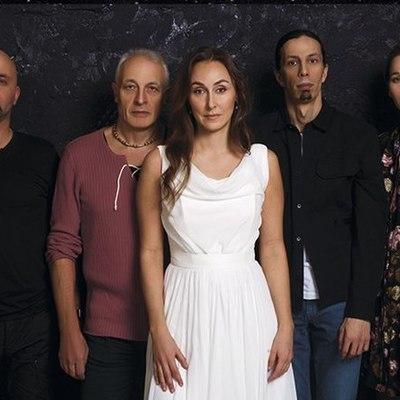 Мила Кириевская и группа