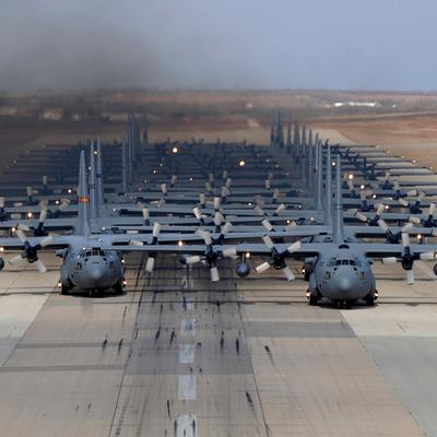 Двое американскихвоеннослужащих погибли в результате стрельбы на базе ВВС США