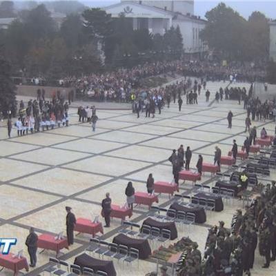 В Керчи началась церемония прощания с погибшими при стрельбе и взрыве в колледже