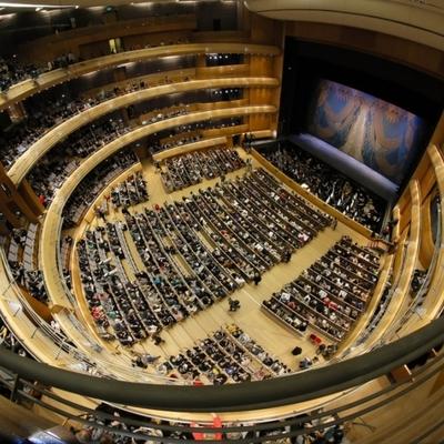 Медведев пообещал поддержку региональным театрам