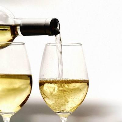 Россияне стали чаще покупать отечественное вино