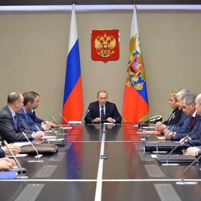 Владимир Путин провел оперативное совещание с постоянными членами Совбеза