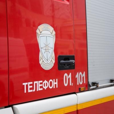 Крупный автосалон горит в Центральном районе Кемерова