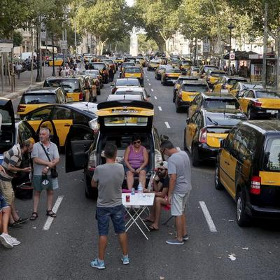 В Барселоне таксисты решили завершить бессрочную забастовку