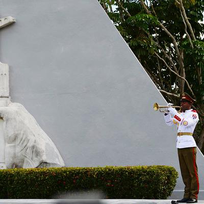 Делегация посольства России на Кубе возложила цветы к Мемориалу воина-интернационалиста в Гаване