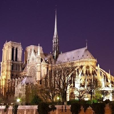 Рабочие в Соборе Парижской Богоматери курили на рабочих местах