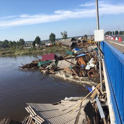 Разрушенные паводком дамбы под Иркутском восстановят до осенних дождей