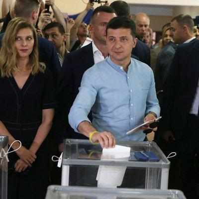 Партия Зеленского сохраняет значительный отрыв на выборах: у неё 42%