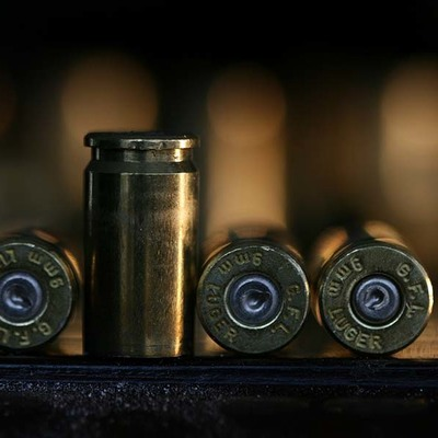 Злоумышленник выстрелил в голову женщине из пневматического пистолета
