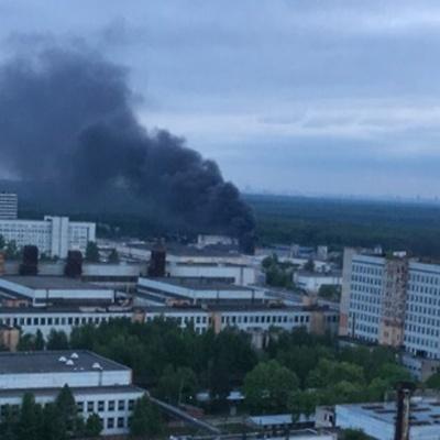 В Королеве горит здание на территории завода ЦНИИмаш