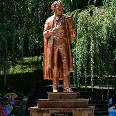 В Донецке установили памятник Пушкину, напечатанный на 3D-принтере