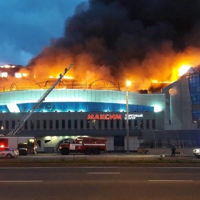 Пожар в крупнейшем торговом центре Владивостока