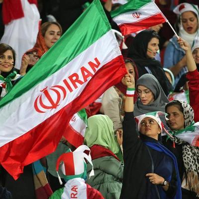 Женщины Ирана впервые за 40 лет пришли на футбол и увидели победу со счетом 14:0