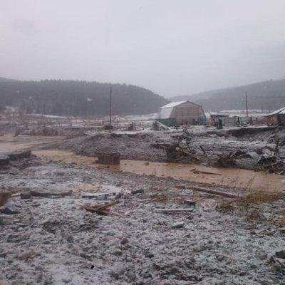 Пятерых пропавших без вести при прорыве дамб ищут около 300 спасателей