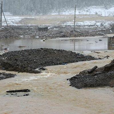 Водолазы обследуют места, которые затопило после прорыва дамбы под Красноярском