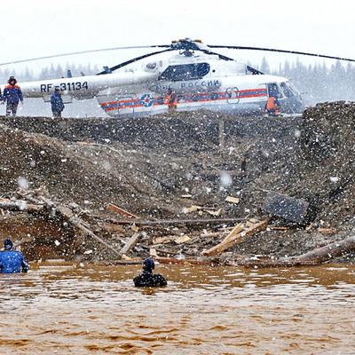 Продолжается поиск 3х рабочих, пропавших без вести после прорыва дамбы под Красноярском