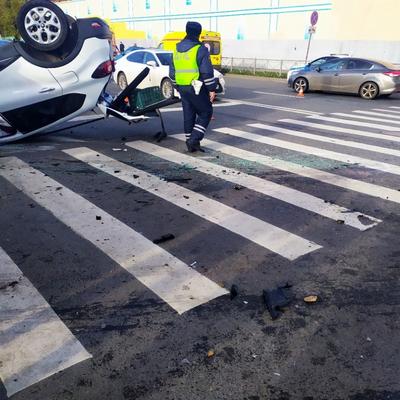 Восемь автомобилей столкнулись на Кольцевой автодороге в Санкт-Петербурге
