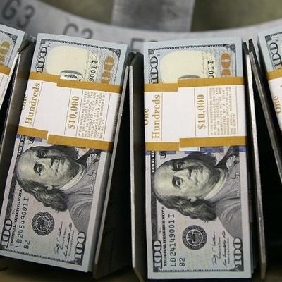 Курс доллара в ходе торгов на Мосбирже поднялся выше 75 рублей