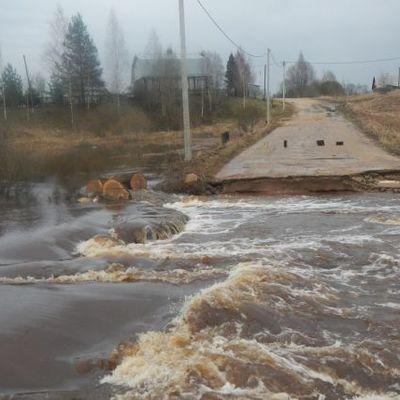 Иркутская область: угроза подтопления жилых домов возникла в поселке Большой Луг