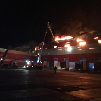 Пожарный поезд направлен для тушения склада на Комсомольской площади в Москве