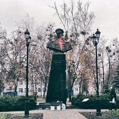 Памятник маршалу Жукову в Харькове облили краской
