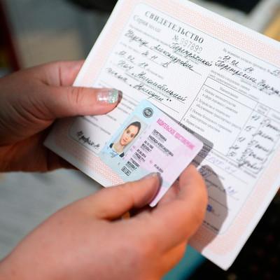 Россияне выстроились в очереди из-за подорожания медицинских справок для водителей