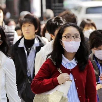 В Китае сотрудников фабрик по производству медицинских масок экстренно вызывают на работу