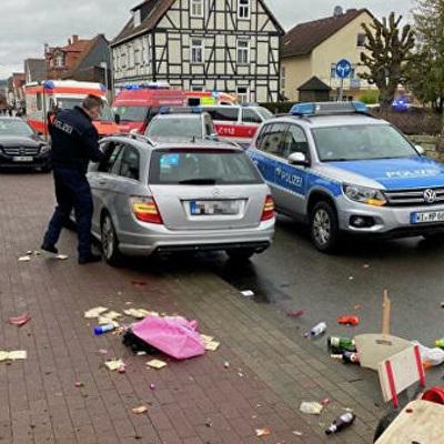 Генконсульство РФ выясняет, есть ли россияне среди пострадавших от наезда автомобиля в Фолькмарзене
