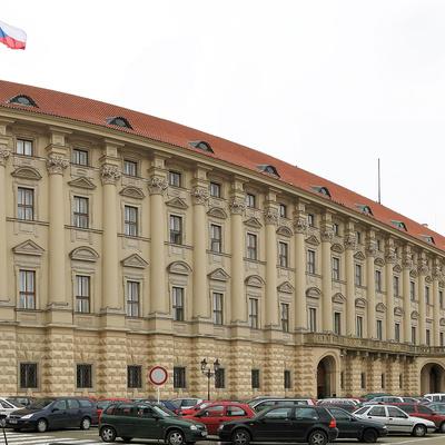 Глава МИДа Чехии попросил вернуть всех высланных чешских дипломатов