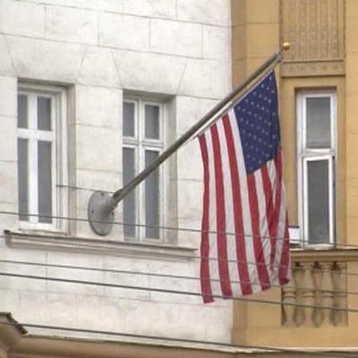 Дипмиссия США в России сократила объем консульских услуг