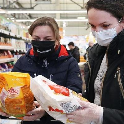 76% россиян крайне редко выходят из дома в магазин или в аптеку