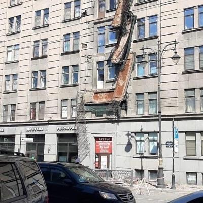Четыре балкона рухнули в Петербурге на Кирочной улице
