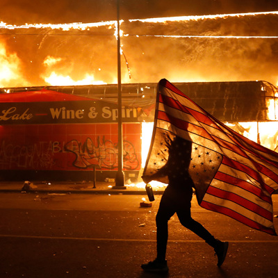 В Атланте ввели режим ЧС из-за беспорядков после смерти Джорджа Флойда