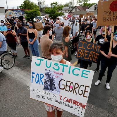 Тысячи человек приняли участие в акциях протеста в Лондоне после смерти афроамериканца Джорджа Флойда
